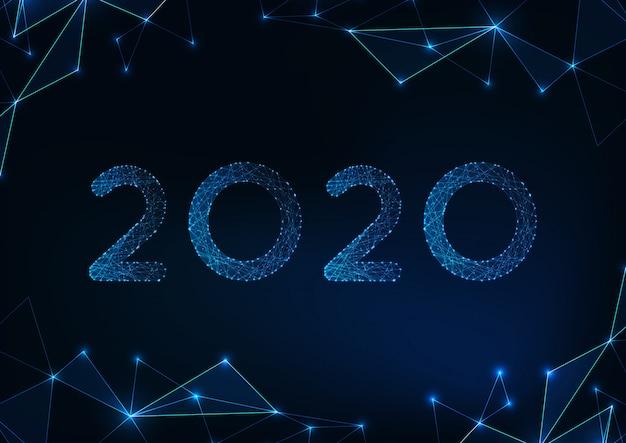 Futuristische glühende niedrige polygonale grußkarte des neuen jahres 2020 auf abstraktem dunkelblauem hintergrund.