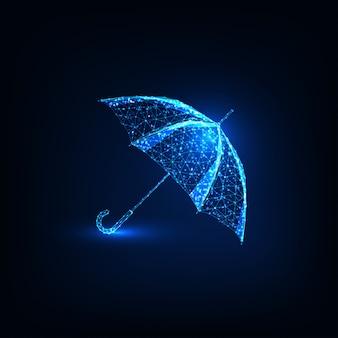 Futuristischer glühender niedriger polygonaler regenschirm lokalisiert