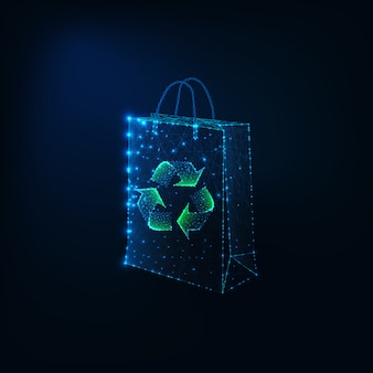 Futuristisches eco einkaufskonzept mit glühender niedriger polygonaler papiereinkaufstasche und bereiten zeichen auf.