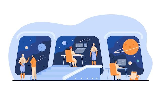Futuristisches raumstationsinnere mit menschlicher und robotermannschaft. menschen und roboter überwachen die galaxie. für interstellare raumschiffbrücke, science fiction, intergalaktisches reisekonzept