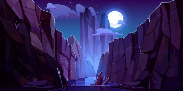 Gebirgsfluss in der schlucht bei nacht