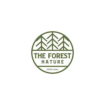 Gebirgsnaturlogo im freien, kieferwald der abenteuertiere