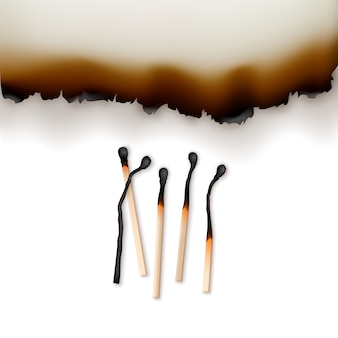 Gebrannte papierkanten mit verbrannten streichhölzern in verschiedenen phasen nahaufnahme von oben auf weißem hintergrund