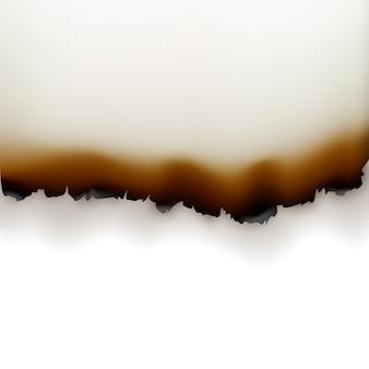 Gebrannte papierkanten nahaufnahme draufsicht isoliert auf weißem hintergrund