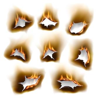 Gebrannte papierlöcher im feuer, realistische brandöffnung mit verkohlten kanten isolierte vektorobjekte, 3d flamme auf weißem blatt