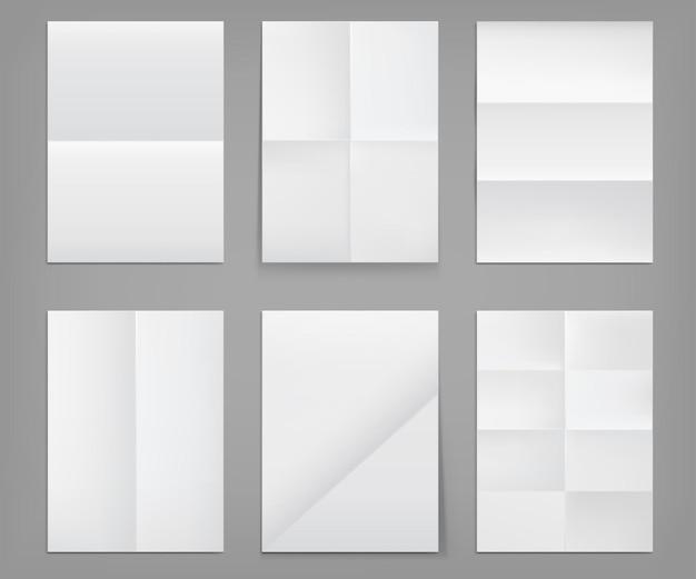 Gefaltete poster, leere blätter aus weißem papier mit zerknitterter textur