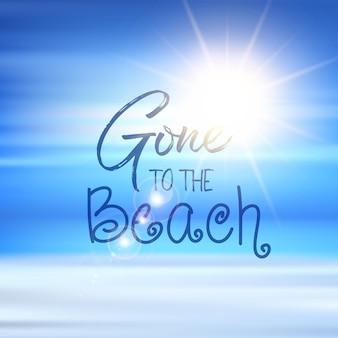 Gegangen zum strandzitat auf einem defokussierten sommerhintergrund