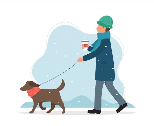 Gehender mann ein hund im winter.