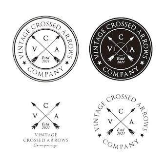 Gekreuzte pfeile vintage retro rustikales hipster-stempel-logo-design