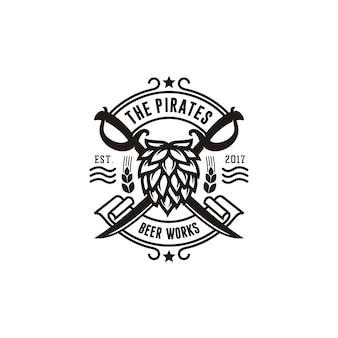 Gekreuztes piraten-schwert mit hopfen für bierbrauerei-vintages emblem-logo