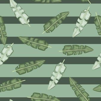 Gekritzel nahtloses muster mit tropischer bananenblattverzierung. grüner gestreifter pastellhintergrund. grafikdesign für packpapier und stofftexturen. vektor-illustration.