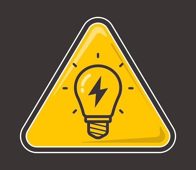 Gelbe glühbirne mit blitz im inneren auf farbigem hintergrund. flache vektorillustration.