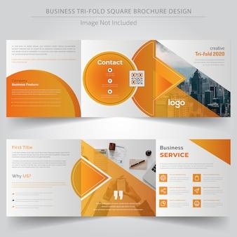 Gelbe quadratische dreifachgefaltete broschüre