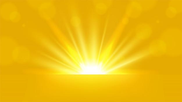 Gelbe strahlen, die auf hellem hintergrund 16: 9 aspect ratio steigen