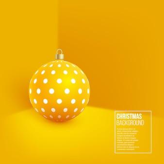 Gelbe weihnachtskugel mit geometrischem muster. realistischer stil 3d auf wandhintergrund, vektorillustration.