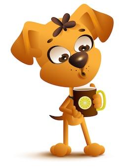 Gelber karikaturhund trinkt heißen tee mit zitrone