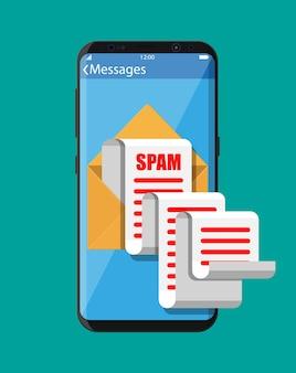 Gelber papierumschlag und spam-mail auf dem smartphone-bildschirm.