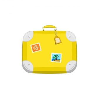 Gelber reisetaschenkoffer mit aufklebern auf lokalisiertem weiß
