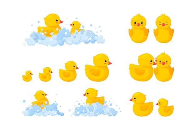 Gelbes plastikentenspielzeug in seifenlauge, elternteil und baby. illustration im cartoon-stil