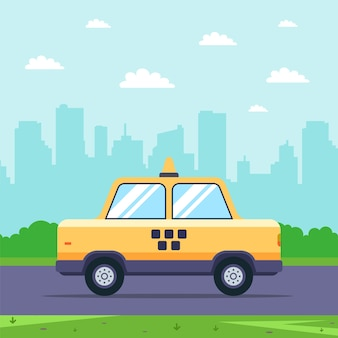 Gelbes taxi fährt auf der straße vor dem hintergrund des stadtbildes. flache illustration.