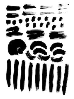 Gemalte grunge-streifen-set. schwarze etiketten, hintergrund, farbtextur. tintenbeschaffenheit mit pinselstrichvektor. handgefertigte designelemente. fleck, horizontal, streifen. moderne abstraktion. isolierter vektor