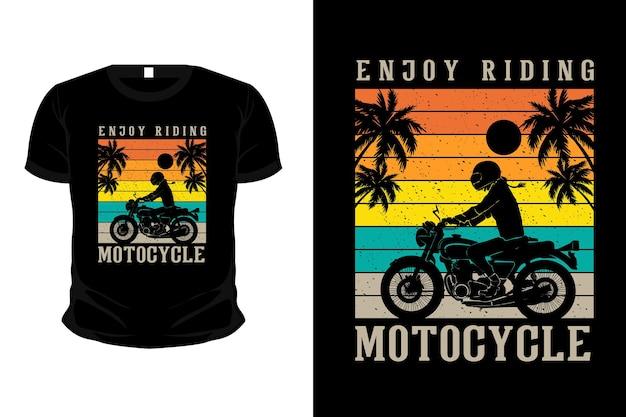Genießen sie das fahren im strandartikel-silhouette-modell-t-shirt-design