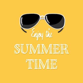 Genießen sie den sommerzeittext mit sonnenbrille.