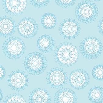 Geometrie schneeflocke auf winter blau himmel hintergrund. nahtloses weihnachtsmuster