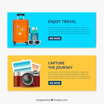 Gepäckfahnen und kamera mit fotos