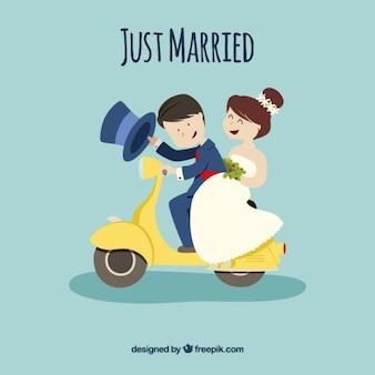 Gerade verheiratetes paar auf einem motorrad