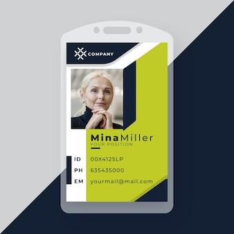 Geschäftsausweis mit minimalistischen formen und foto