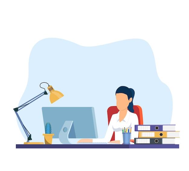 Geschäftsfrau, die am computer arbeitet