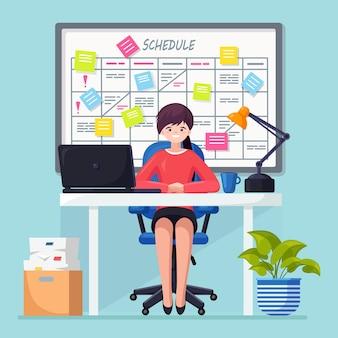 Geschäftsfrau, die am schreibtisch arbeitet planungsplan auf taskboard-konzept. planer, kalender auf whiteboard. liste der ereignisse für mitarbeiter