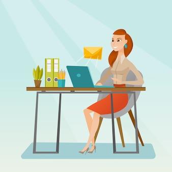 Geschäftsfrau, die e-mail empfängt oder sendet.