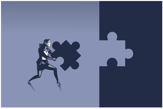 Geschäftsfrau, die ein stück puzzle trägt, das versucht, es dort zu platzieren, wo es hingehört. konzeptillustration einer person zur problemlösung in der personalabteilung des unternehmens