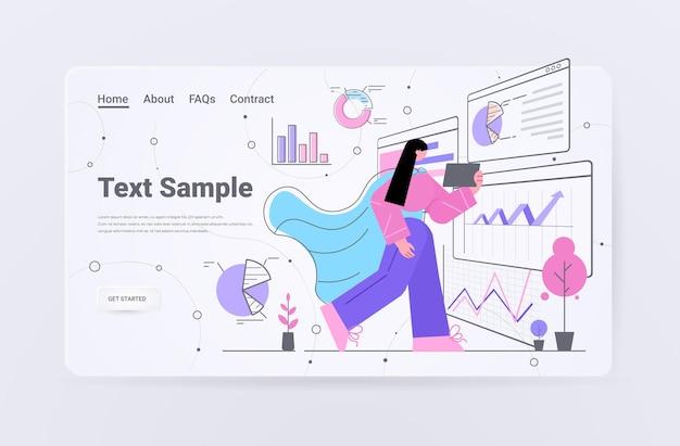 Geschäftsfrau, die finanzdaten auf der landingpage von diagrammen und grafiken analysiert