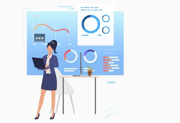 Geschäftsfrau, die finanzdatendiagramme analysiert