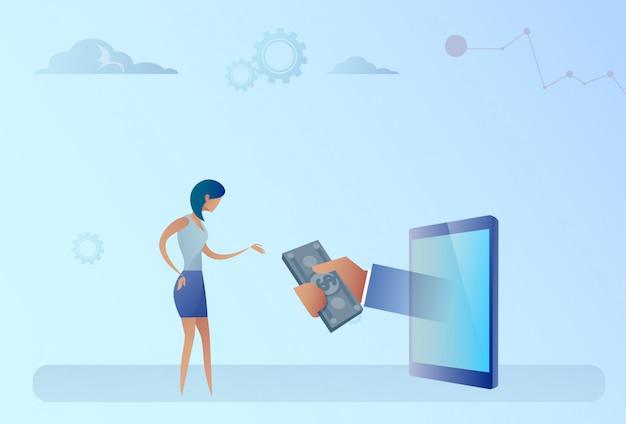 Geschäftsfrau, die geld von digital-tablet-crowdfunding-investitionskonzept erhält