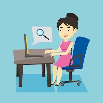 Geschäftsfrau, die informationen im internet sucht.