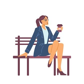 Geschäftsfrau, die kaffee während der flachen vektorillustration der pause trinkt, lokalisiert