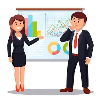 Geschäftsfrau, die marketingdaten auf einem präsentationsbildschirm präsentiert, der diagramme erklärt. business-seminar, schulung