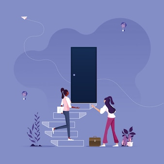Geschäftsfrau, die schritte zur tür auf wand-geschäftskarriereherausforderungs- und opportunitätskonzept zeichnet