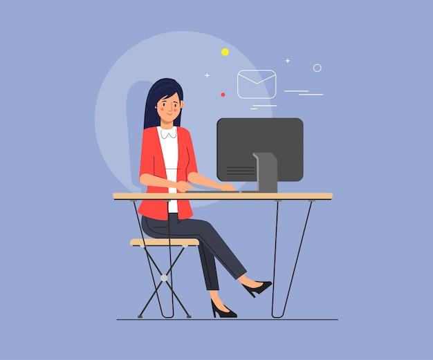 Geschäftsfrau, die unter verwendung eines laptops für das e-mail-senden arbeitet.