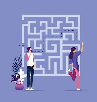 Geschäftsfrau, die weise durch labyrinth findet