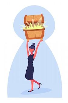 Geschäftsfrau hält schatztruhe brust voller goldener geld wachstum reichtum