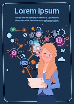 Geschäftsfrau holding presentation stand über digitalem schirm mit diagrammen und diagramm infographics-geschäft