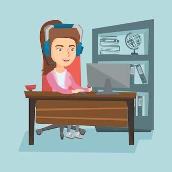 Geschäftsfrau mit dem kopfhörer, der im büro arbeitet.