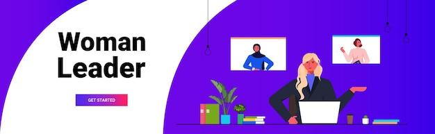 Geschäftsfrau mit gruppenvideoanruf mit kolleginnen in webbrowser-fenstern geschäftsfrauen diskutieren während der online-konferenz horizontale porträtkopie raum vektor-illustration