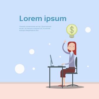 Geschäftsfrau-sitzende schreibtisch-arbeits-laptop-computer