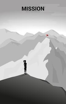 Geschäftsfrau und route zum gipfel des berges: konzept des ziels, der mission, der vision, des karriereweges, des vektorkonzepts polygonpunktverbindungsstil
